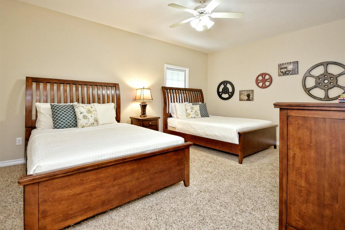 HH #B - Upstairs Bedroom #2 2-Queens