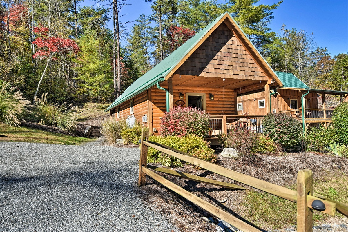 This property is part of Laurel Mountain retreat which makes up 17 acres!