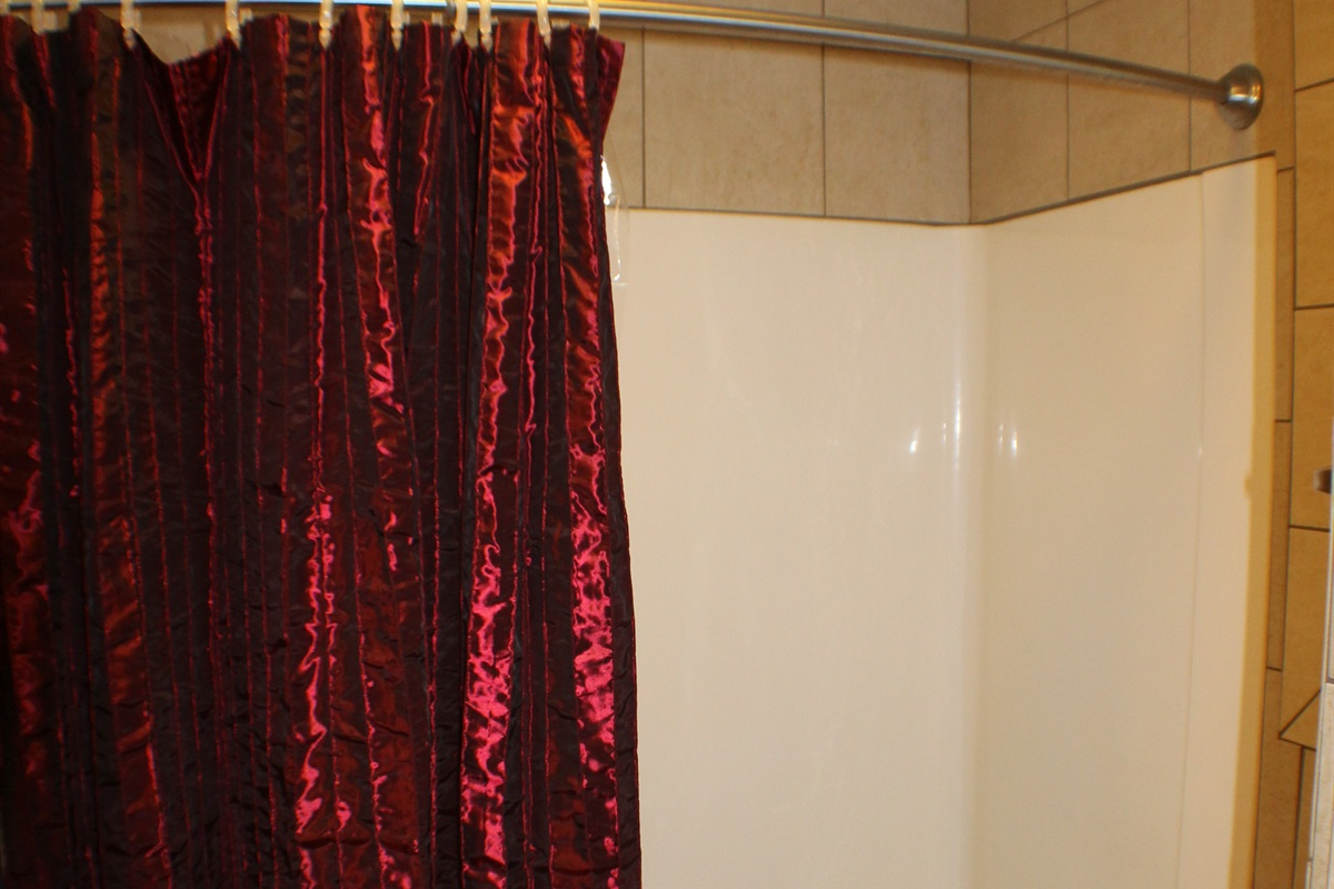 Full bathroom #1 with tub/shower combo